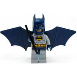 Batman Traje Gris, Alas...